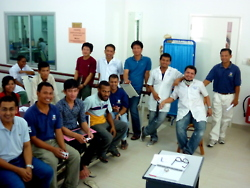 cambodia_amputee_assistance_theropy_050