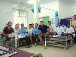 cambodia_amputee_assistance_theropy_080
