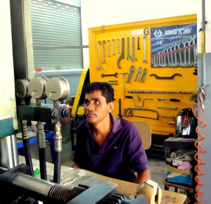 cambodia_amputee_assistance_theropy_490