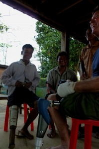 cambodia_amputee_assistance_theropy_670