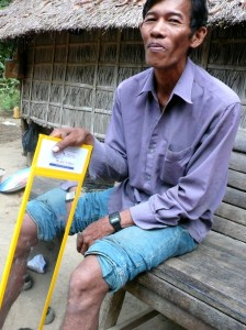 cambodia_amputee_assistance_theropy_680